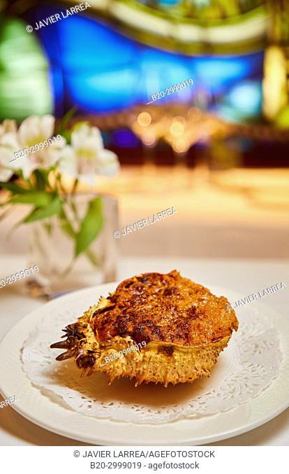 Crab, Txangurro to the Donostiarra, Restaurante Juanito Kojua, Parte Vieja, Old Town, Donostia, San Sebastian, Gipuzkoa, Basque Country, Spain