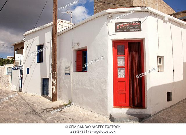 Whitewashed traditional Cyclades houses in the old town Chora or Chorio, Kimolos, Cyclades Islands, Greek Islands, Greece, Europe
