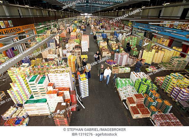 Pavillon des Fruits et Legumes, fruit and vegetables hall, Rungis wholesale market near Paris, France, Europe