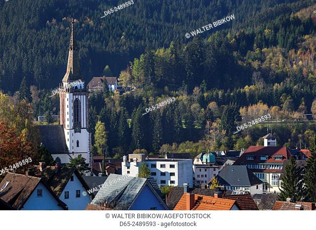 Germany, Baden-Wurttemburg, Black Forest, Titisee-Neustadt, Neustadt town, elevated view with town church, morning