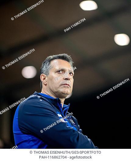 coach Alois Schwartz (KSC) looks at the warm-up to GES / Fussball / 3. Liga: FSV Zwickau - Karlsruher SC, 12.02.2019 - Football / Soccer 3rd Division: FSV...