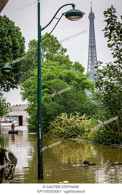 GEORGES POMPIDOU EXPRESSWAY AT THE PONT DE GRENELLE BRIDGE, FLOODS, THE RISING WATER OF THE SEINE IN PARIS, MAY 3, 2016