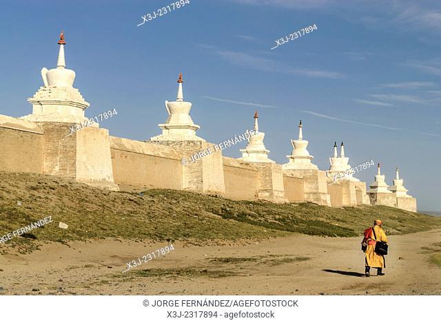 Buddhist monk nearby Erdene Zuu Khiid monastery, Kharkhorin, Karakorum, Mongolia