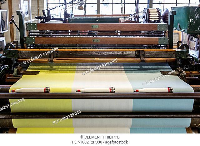 Mechanical flying shuttle loom / shuttle weaving machine in cotton mill / spinning-mill