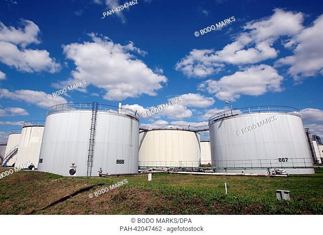 Oil tanks stand on the grounds of the H&R Oil refinery in Hamburg, Germany, 26 August 2013. Photo: BODO MARKS   usage worldwide