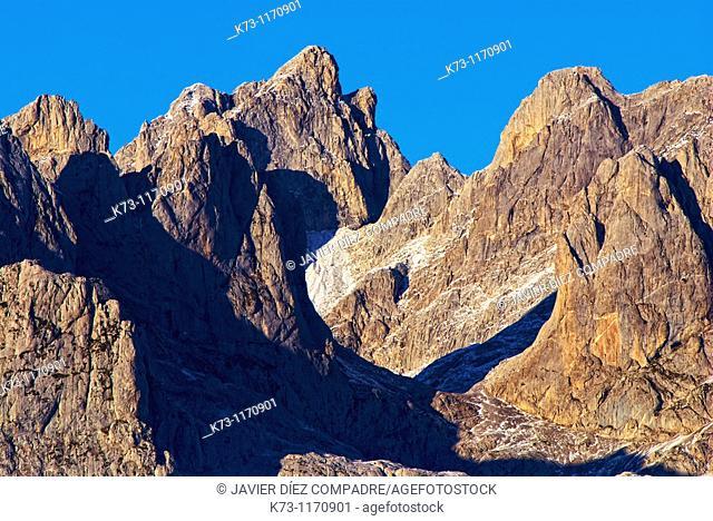 Torre de Enmedio. Western Massif. Picos de Europa National Park. Leon province. Castilla y Leon. Spain
