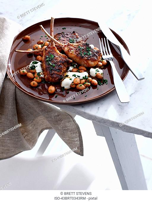 Plate of lamb with Moroccan beans