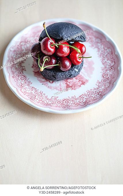 Black bread and cherries