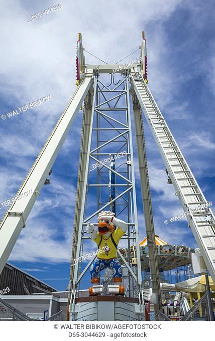 USA, New Jersey, The Jersey Shore, Wildwoods, Wildwoods Beach Boardwalk, amusement park ride