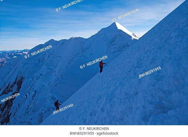 mountaineers climbing to the Illimani peak, Bolivia, Andes, Cordillera Real