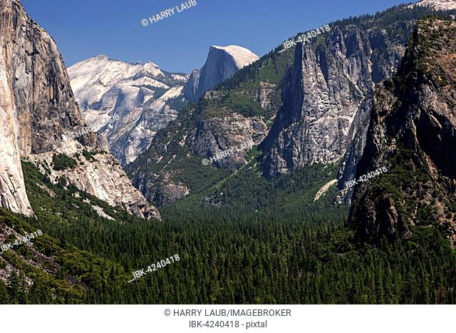 View into Yosemite Valley from Tunnel View, Half Dome behind, Yosemite National Park, California, USA