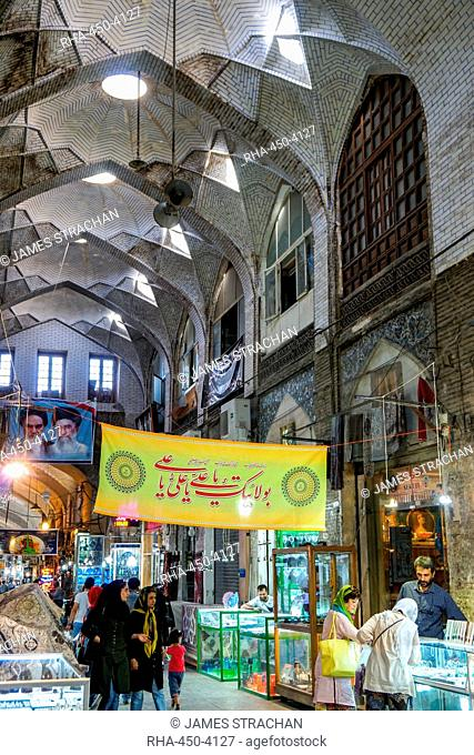 Vaulted arcade, Grand Bazaar, Isfahan, Iran, Middle East