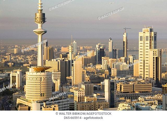KUWAIT-Kuwait City: Aerial over Hilalli Street towards Liberation Tower / Sunrise