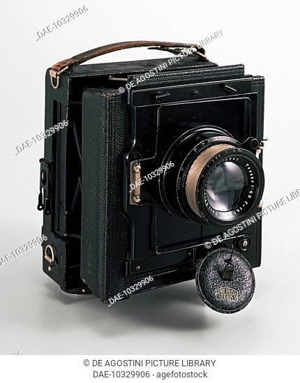 Drop-down camera, made by Zeiss, 1920. Germany, 20th century