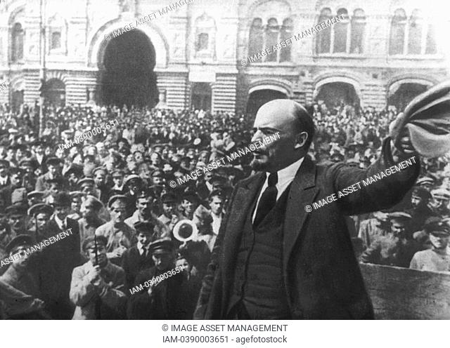 Russian Revolution, October 1917  Vladimir Ilyich LENIN Ulyanov 1870-1924 addressing the crowd in Red Square, Moscow