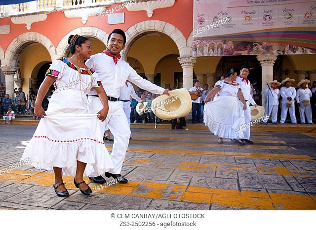 Mexican dancers from Tabasco Region on the weekly sunday morning show, Merida, Yucatan, Mexico, North America