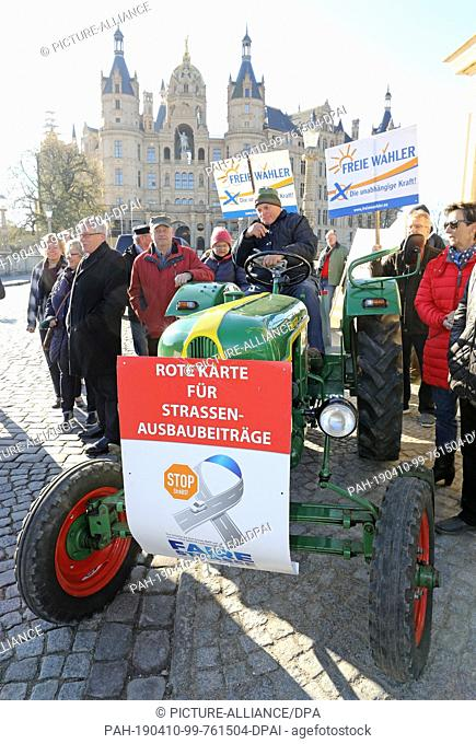 10 April 2019, Mecklenburg-Western Pomerania, Schwerin: Peter Völzer from Schwerin, whose Deutz was built in 1957, takes part in protests by citizens against...