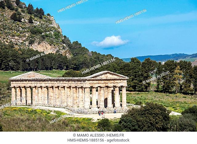 Italy, Sicily, Segesta, archeological site, Doric temple built in 430 BC