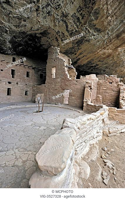 Spruce Tree House, a cliff dwelling of the Native American Indians, about 800 years old, Mesa Verde National Park, UNESCO World Herita - 01/08/2010