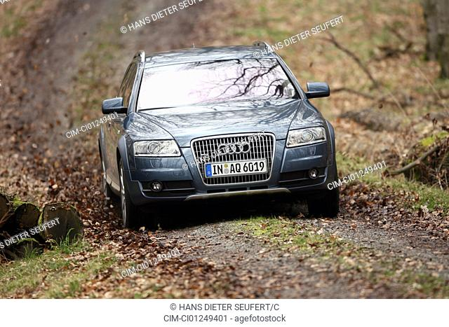Audi A6 Allroad Quattro 4.2 FSI, model year 2006-, anthracite, driving, diagonal from the front, frontal view, Forest way, Foliage, Autumn