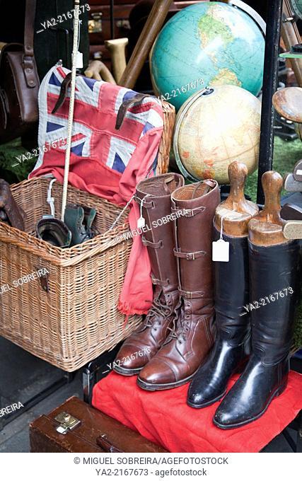 Portobello Rd Antiques Market Stallholders - London W11 - UK