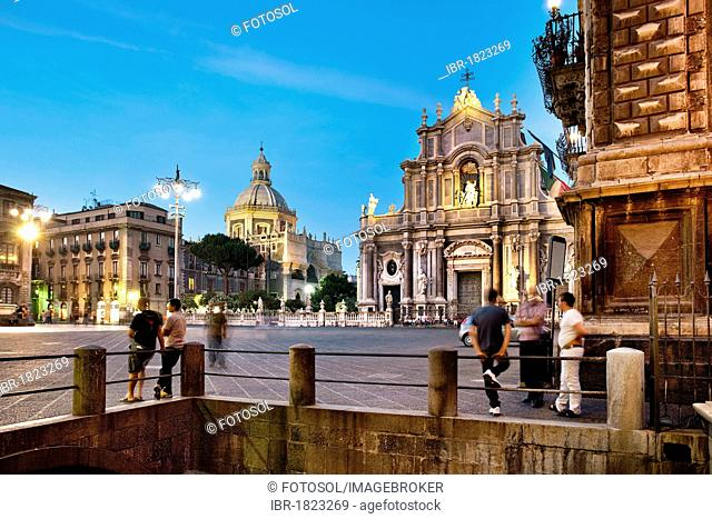 Evening shot, Cathedral, Piazza Duomo, Catania, Sicily, Italy, Europe