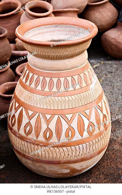 Earten Pot , Show piece Form , Pattern , Poona,Mahrshtra,India