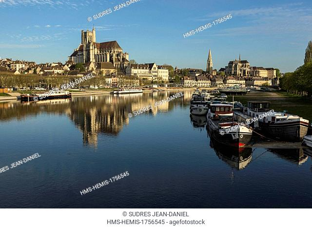 France, Yonne, Auxerre, the Yonne river, the Cathedral Saint Etienne of Auxerre, the abbey Saint Germain (right)