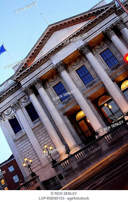 Republic of Ireland, Dublin, City Hall , The front of Dublin's City Hall at dusk