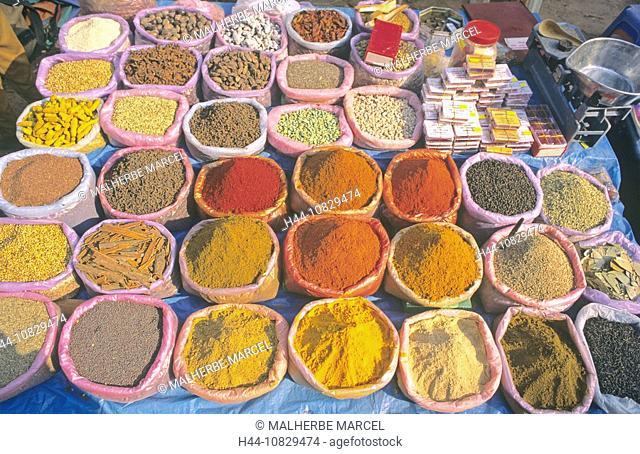 India, Goa, Anjuna, flea market, market, states, salesclerks, salespeople, Outside, trade, commerce, spices, herbs, to