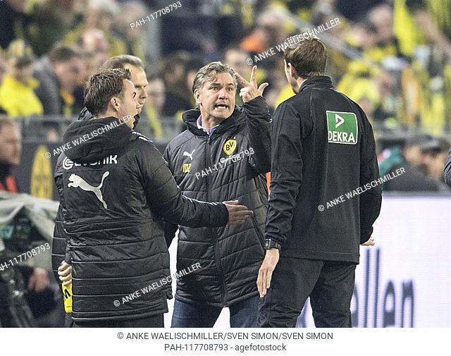 Michael ZORC (sporting director DO) wailing, discussion with fourth official Guido KLEVE r., L. Mario GOETZE (Gotze, DO). gesture, gesture, Soccer 1