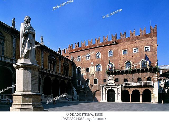 Cangrande's Palace or Palazzo del Governo (Government) and the statue of Dante Alighieri (1265-1321), Piazza dei Signori, Verona (UNESCO World Heritage List