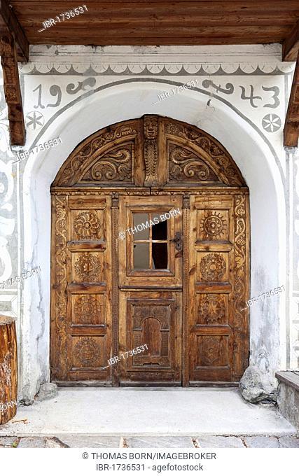 Historic doorway with woodcarving, Lower Engadine, Sent, Switzerland, Europe