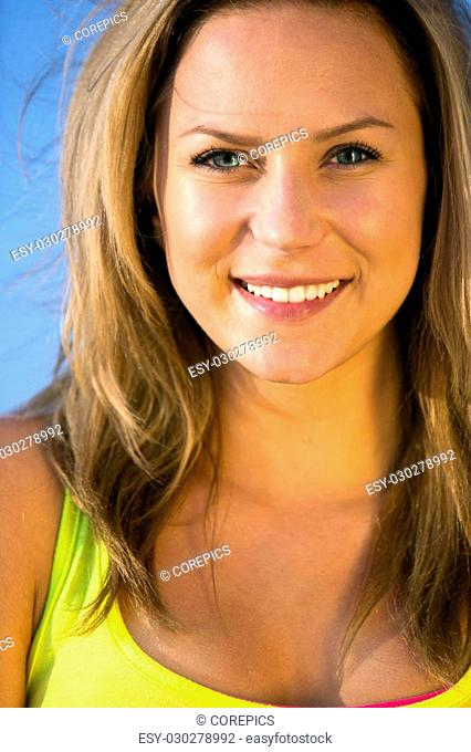 Spontaneous portrait of a pretty woman in fit, athletic, shape