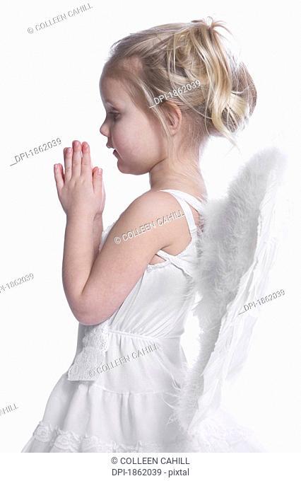 Little angel praying