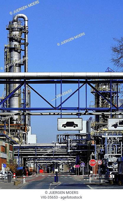 Oil refinery of the Veba Oil Refining and Petrochemicals GmbH ( VORP ). - GELSENKIRCHEN, GERMANY, 23/03/2003