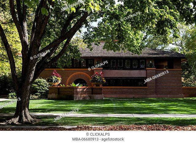 The Arthur B. Heurtley House, in front view, is located in Oak Park, and it's a project of Frank Lloyd Wright architect. Chicago, Illinois, USA
