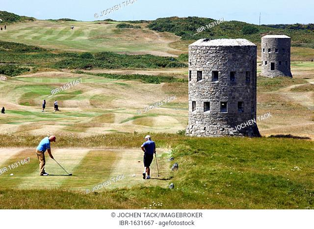 Royal Guernsey Golf Club, Martello towers, watch towers and fortified towers built in the 17th century, next to the fairways