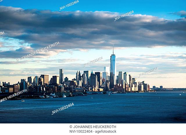 Skyline of Downtown Manhattan with One World Trade Center, New York, USA