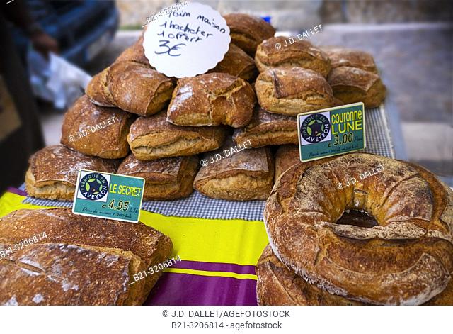 France, Auvergne, Cantal, on the thursday weekly market at Maur
