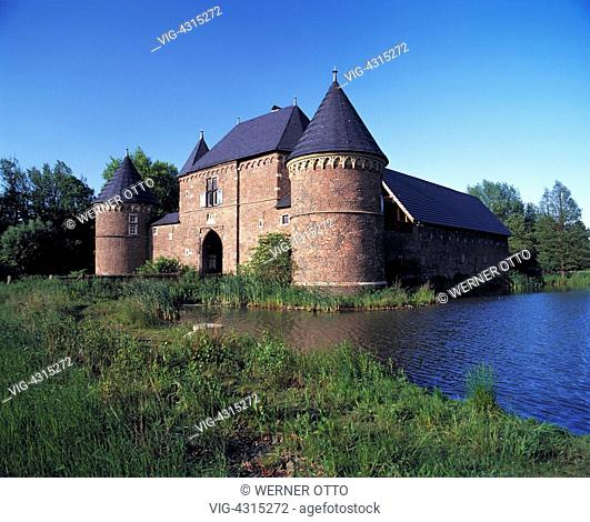 DEUTSCHLAND, OBERHAUSEN, OSTERFELD, D-Oberhausen, Ruhr area, Lower Rhine, North Rhine-Westphalia, D-Oberhausen-Osterfeld, Castle Vondern, moated castle, museum