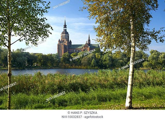 Frankteich pond with view to the St Marys Church, Stralsund, Mecklenburg-Vorpommern, Germany