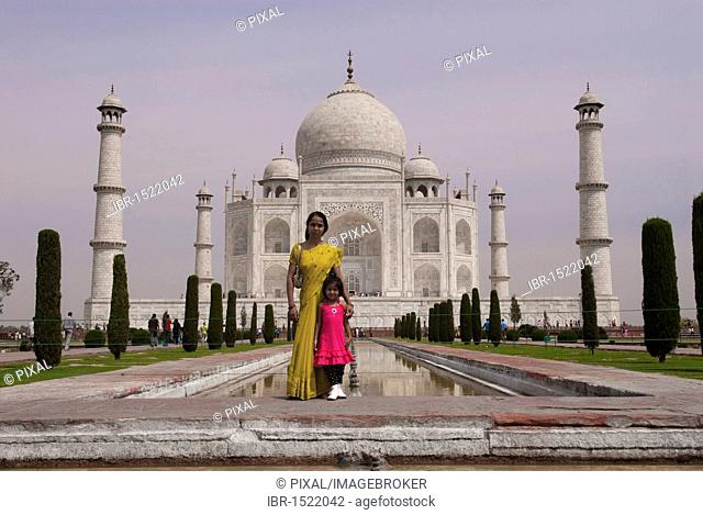 Indians, visitors in front of the Taj Mahal, Agra, Uttar Pradesh, India, Asia