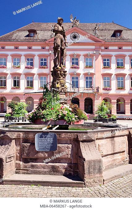 City hall, Röhrbrunnen (fountain) on the marketplace, Gengenbach, Kinzigtal, Black Forest, Baden Württemberg, Germany