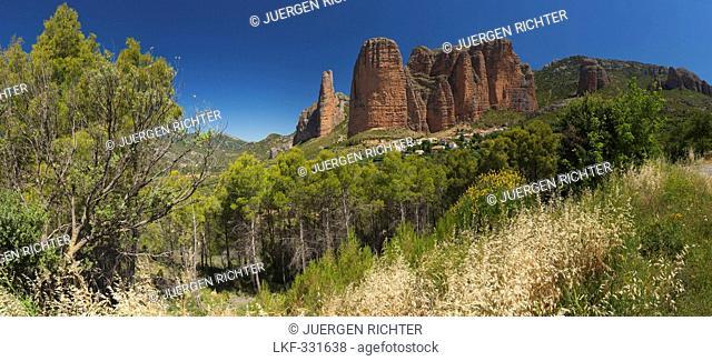 Rock formation Los Mallos de Riglos above the village of Riglos, Province of Huesca, Aragon, Northern Spain, Spain, Europe