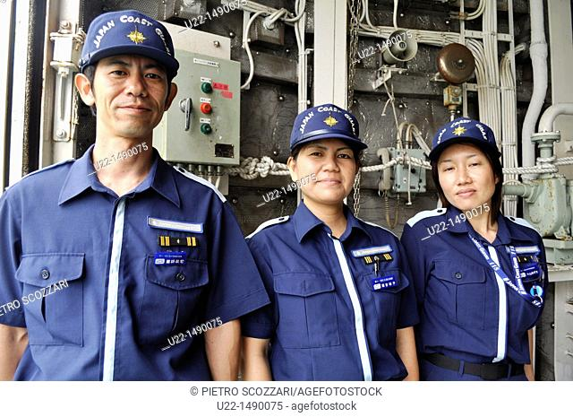 Naha (Japan): personnel of the Japanese Coast Guard