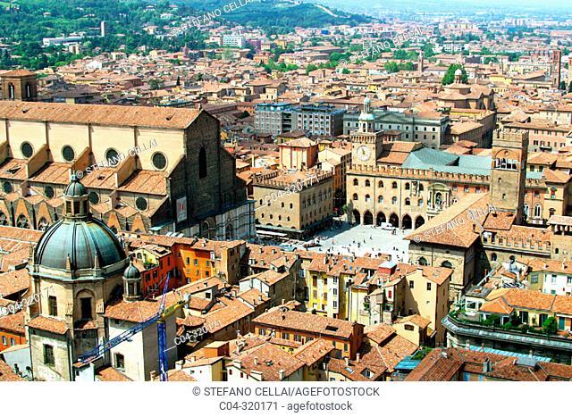 Piazza Maggiore (Main Square). Bologna. Emilia-Romagna, Italy
