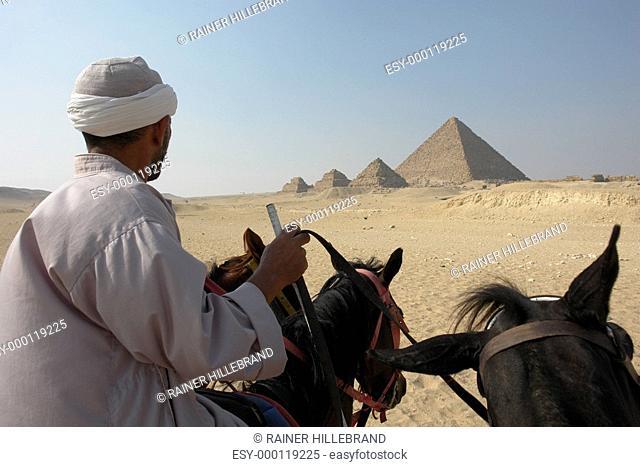 Pyramiden vom Pferd aus
