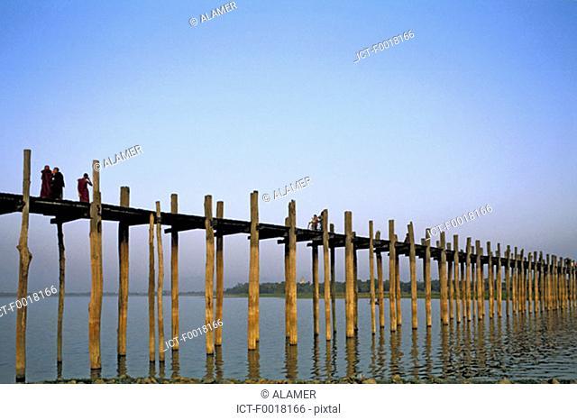 Myanmar, Mandalay, Thaungthaman lake, U Bein bridge