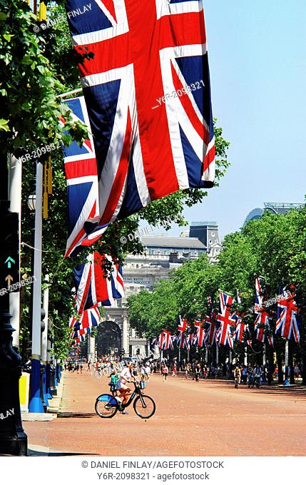 The Mall leading down from Admiralty Arch to Buckingham Palace in London, England, on a sunny Sunday in Summer, when it is closed to motor traffic and full of...
